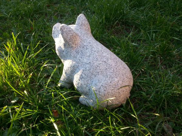 Naturstein Schwein aus hellen Granit