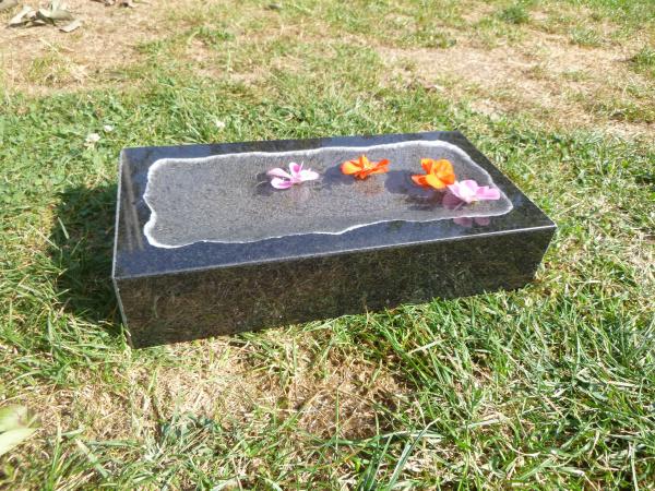 Vogeltränke aus Granit 44, Unikat