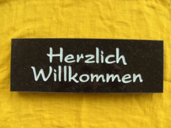 """Naturstein Schild """"Herzlich Willkommen"""""""