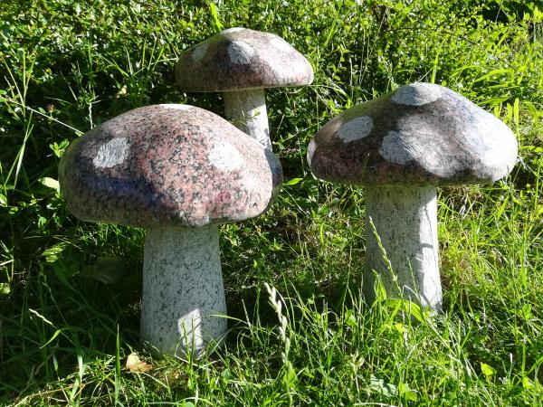 Naturstein Pilz aus roten Granit, Gr.2
