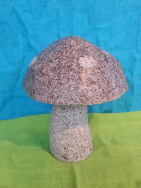 Naturstein Pilz aus rosa Granit