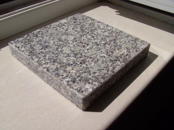 Blumenplatte Granit 1 (poliert)